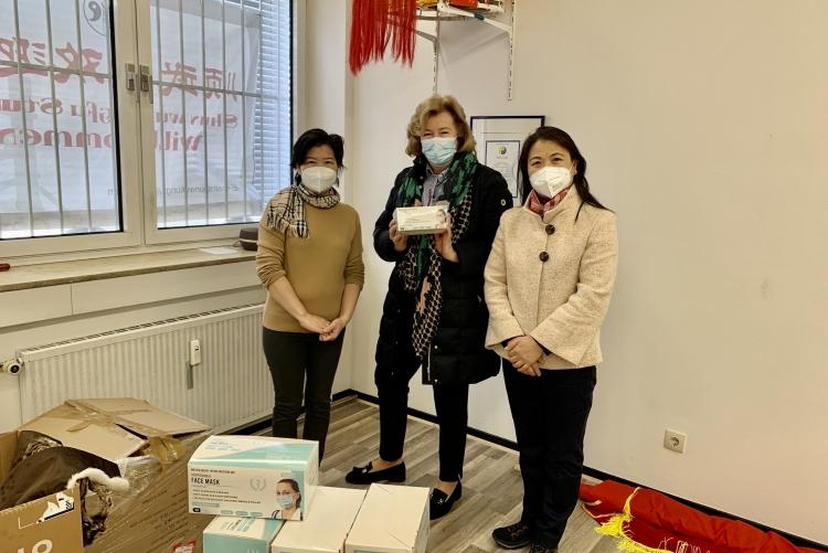 Zonta Frankfurt II spendet Masken an soziale Einrichtungen